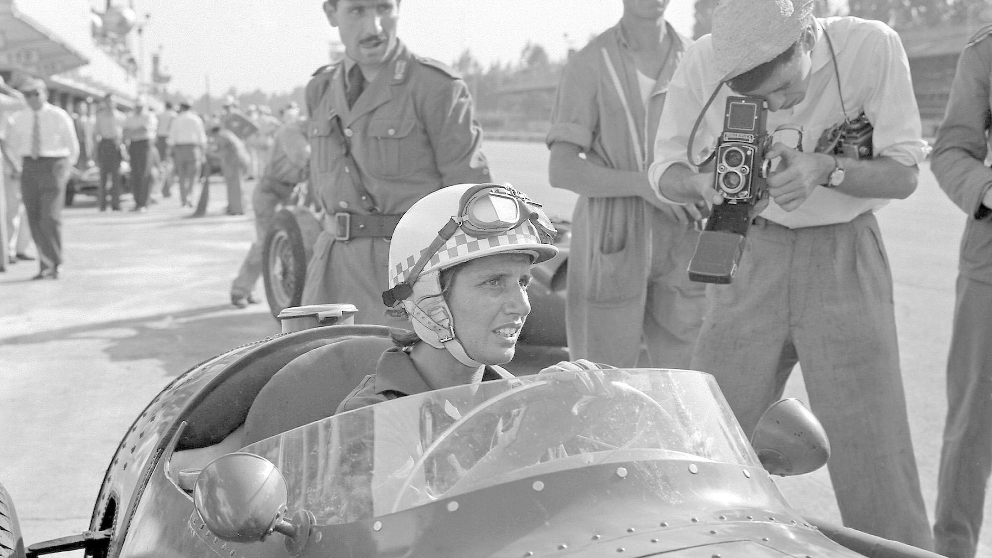 Maria Teresa de Filippis at the wheel of her Maserati ahead of the 1958 F1 Italian Grand Prix at Monza