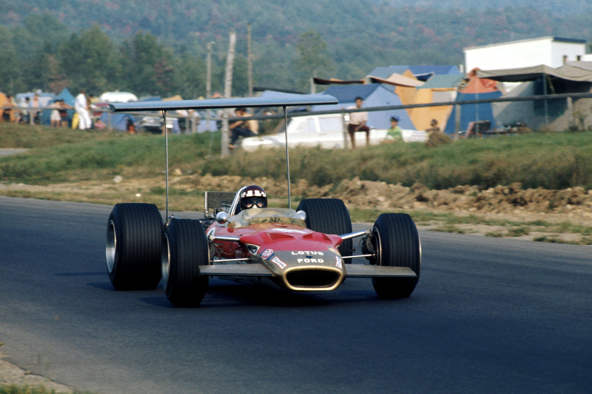 Jackie Oliver in his Lotus at the 1968 Canadian Grand Prix.