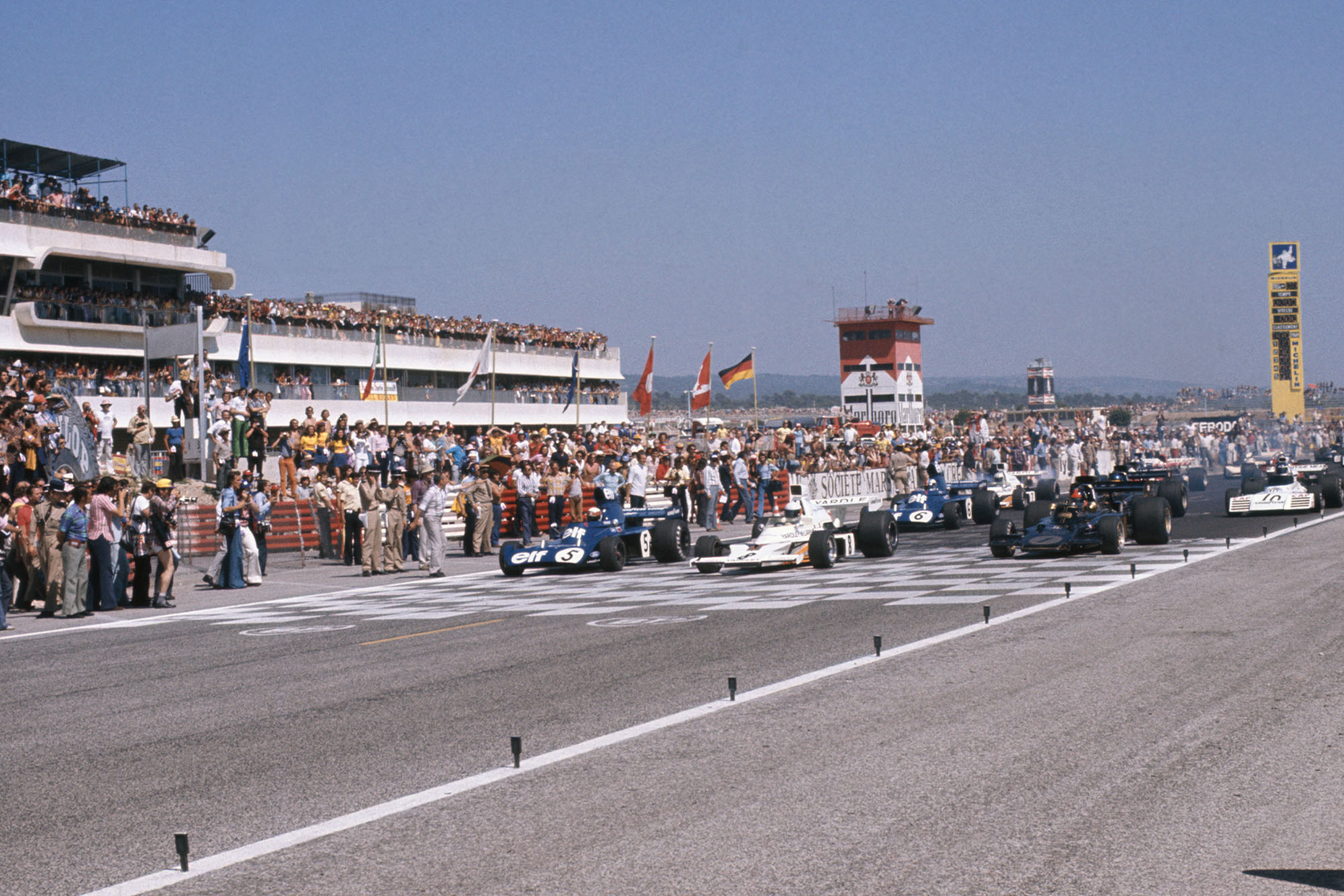 The 1973 French Grand Prix begins as the cars line up on the grid.