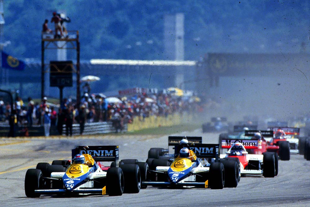 Williams Team mates Nigel Mansell and Keke Rosberg lead away the field at the start of the race.