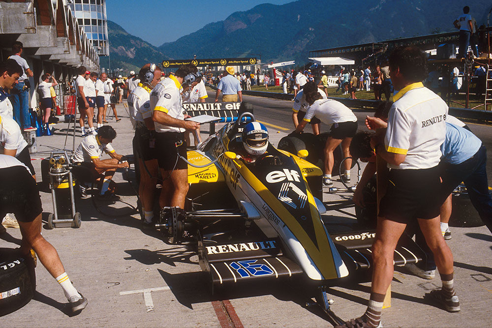 Derek Warwick in his Renault RE60.