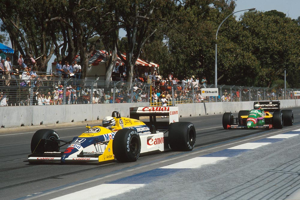 Ricardo Patrese, Williams FW11B, replaced the injured Nigel Mansell and was classified ninth, despite spinning out late in the race. He leads Teo Fabi's Benetton B187.