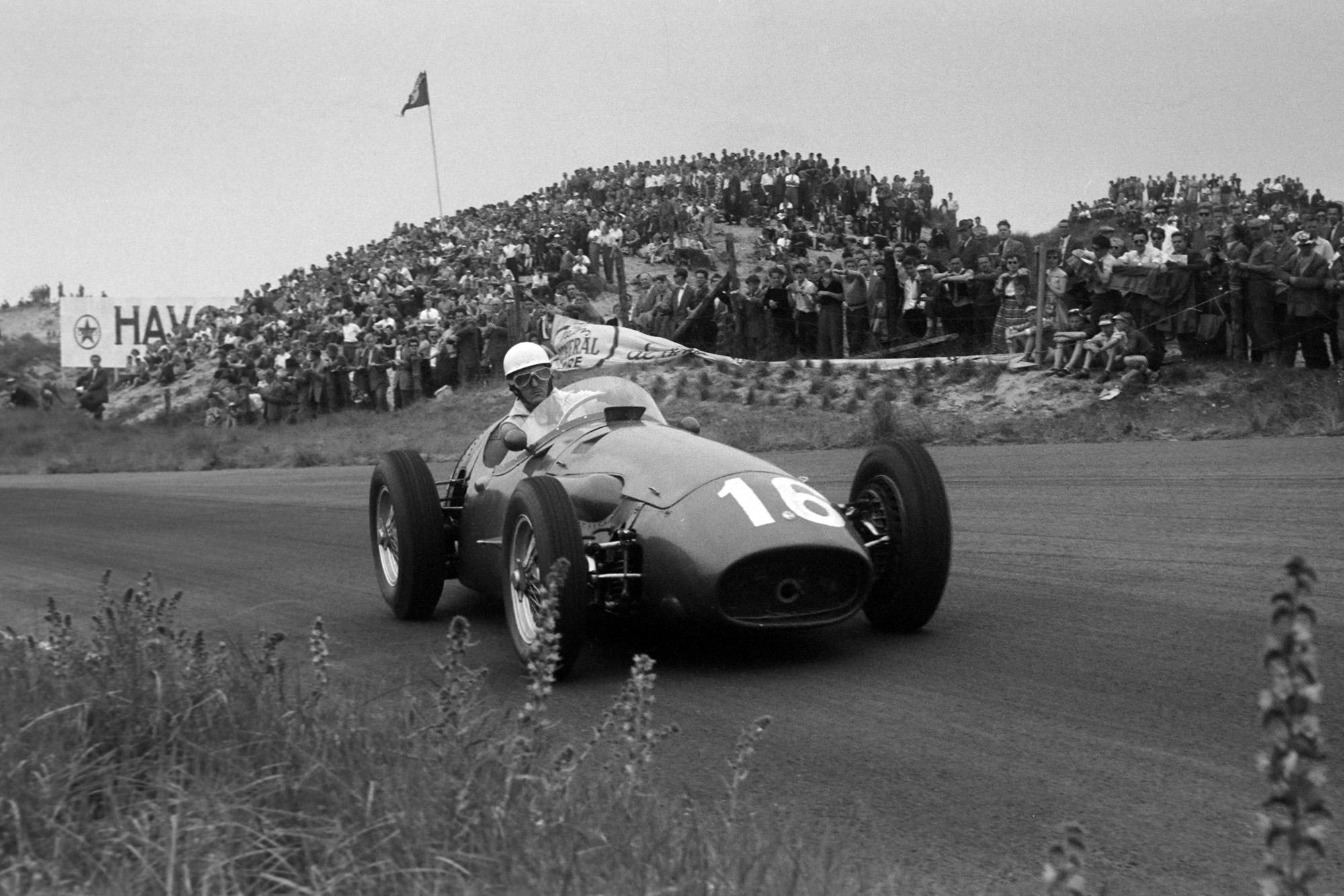 Maserati's Roberto Mieres attacks the Zandvoort circuit