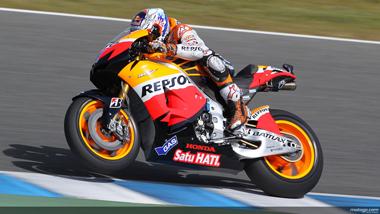 Stoner wins MotoGP's 'phoney war'