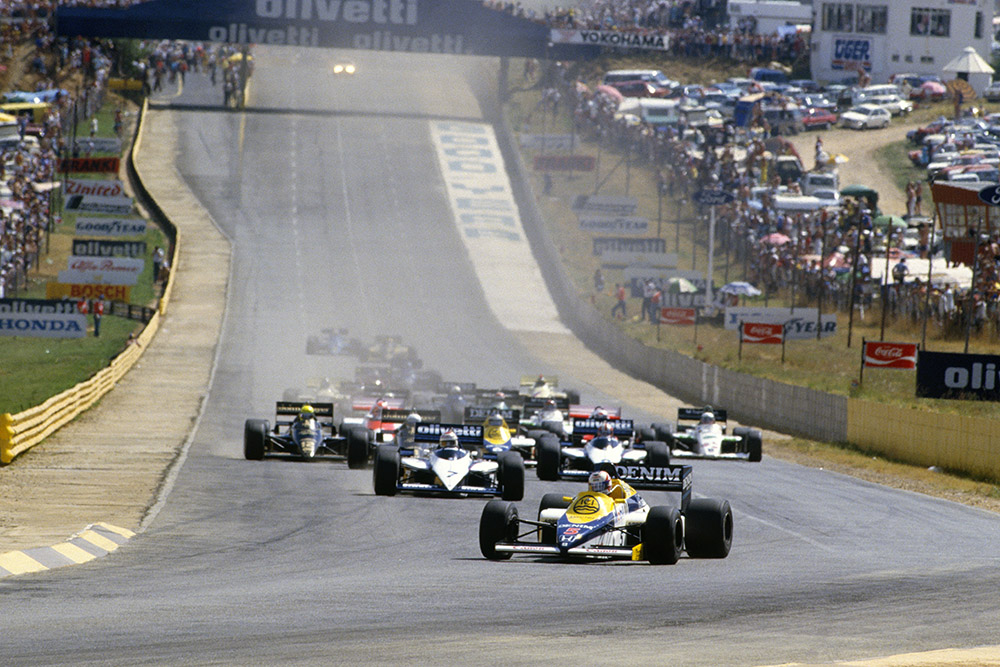 Mansell leads at the start of the 1985 South African Grand Prix in his Williams-Honda