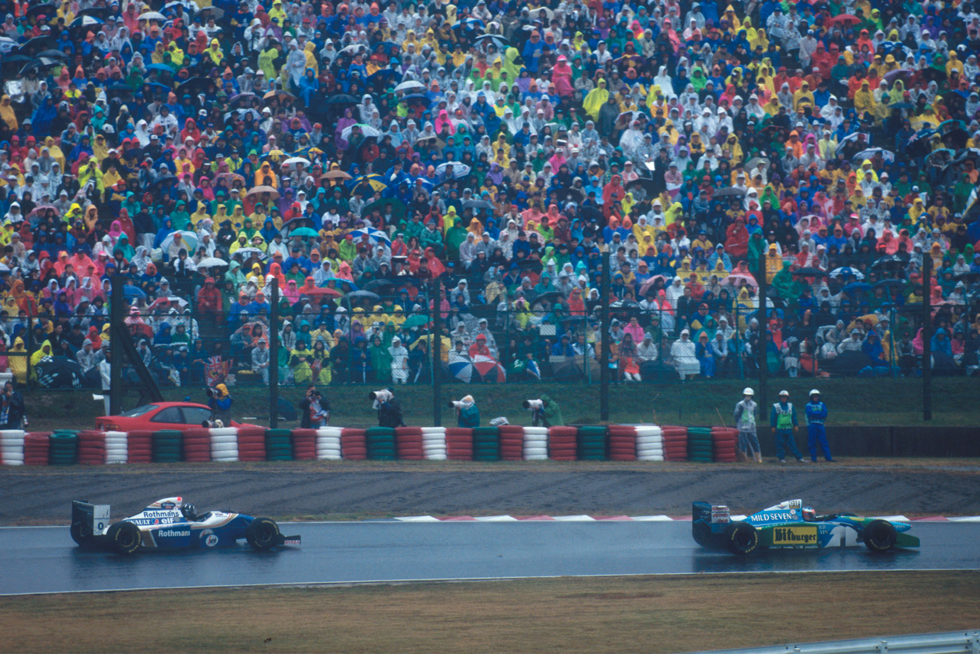 Michael Schumacher leads Damon Hill during the 1994 Japanese Grand Prix