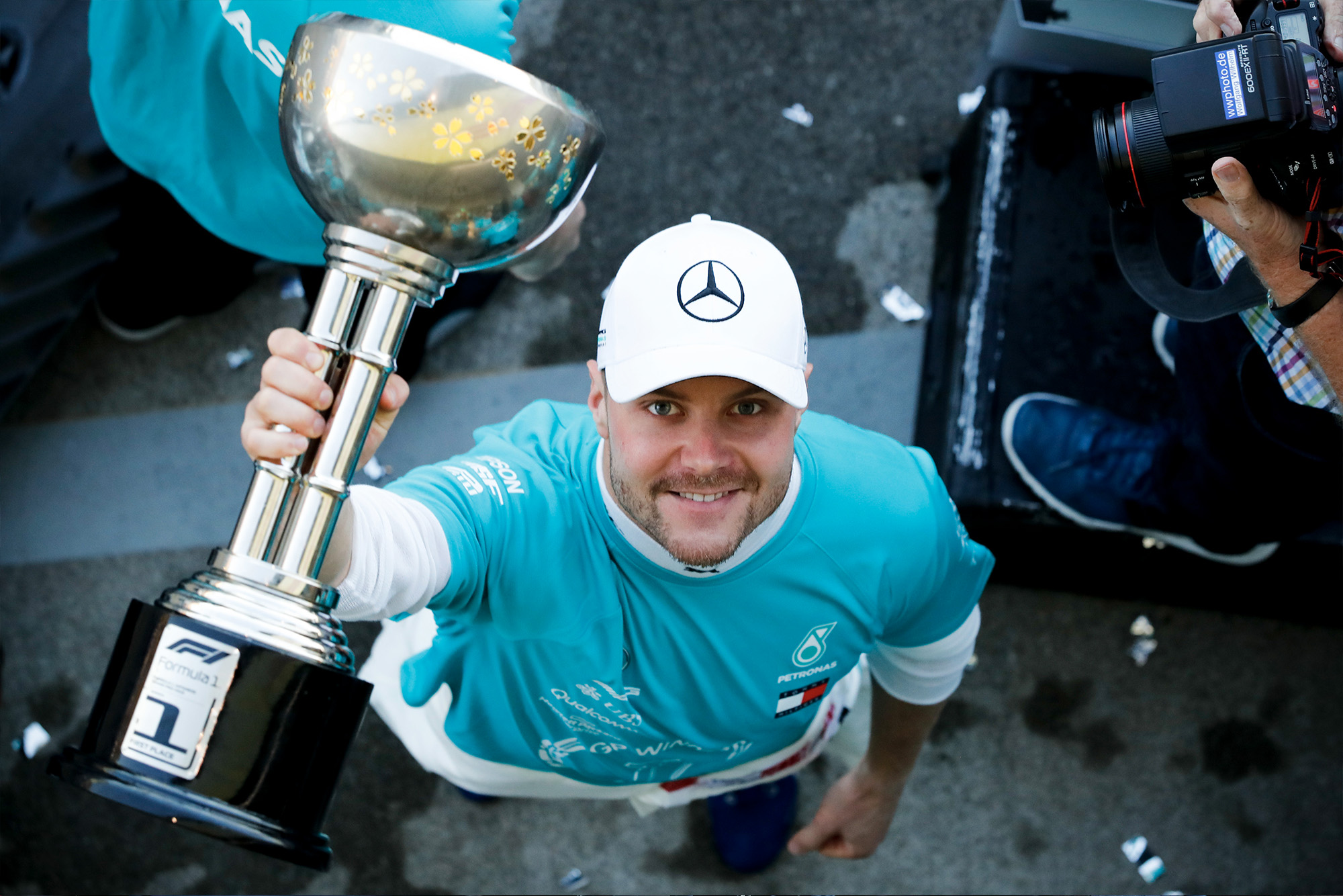 Valtteri Bottas holds his winning trophy from the 2019 Japanese Grand Prix