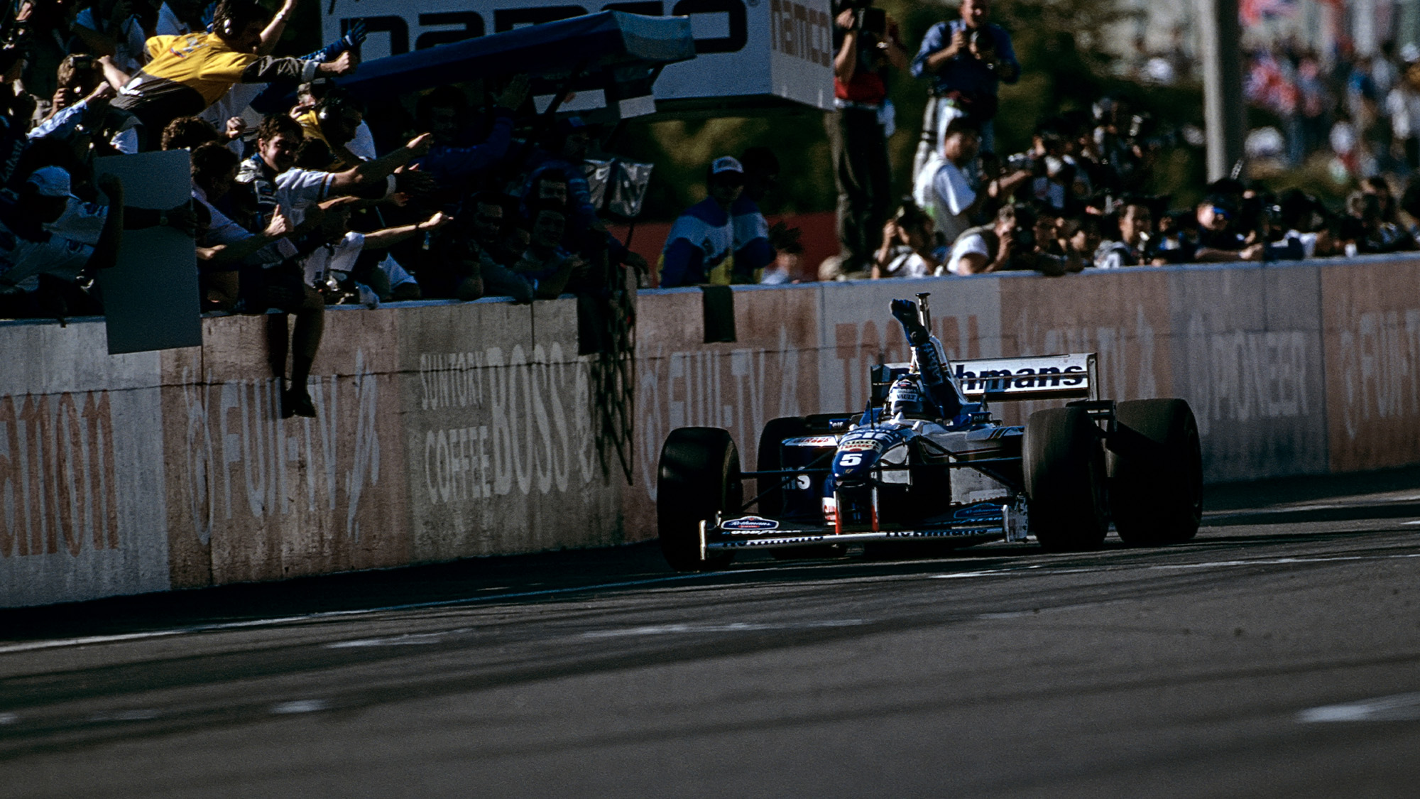 Damon Hill crosses the finish line at the 1996 Japanese Grand Prix at Suzuka to claim the Formula 1 Drivers Wold Championship