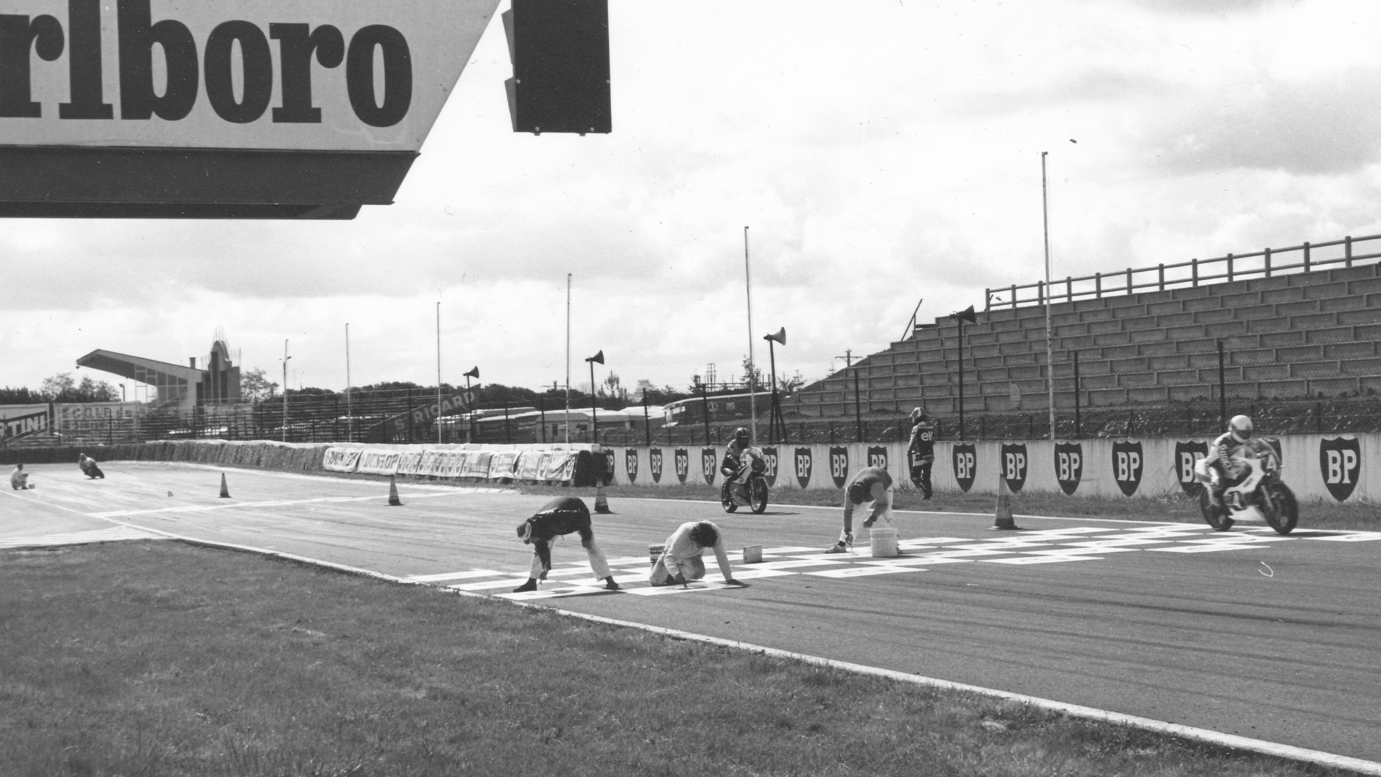 Painting the grid lines at the 1982 French motorcycle grand prix