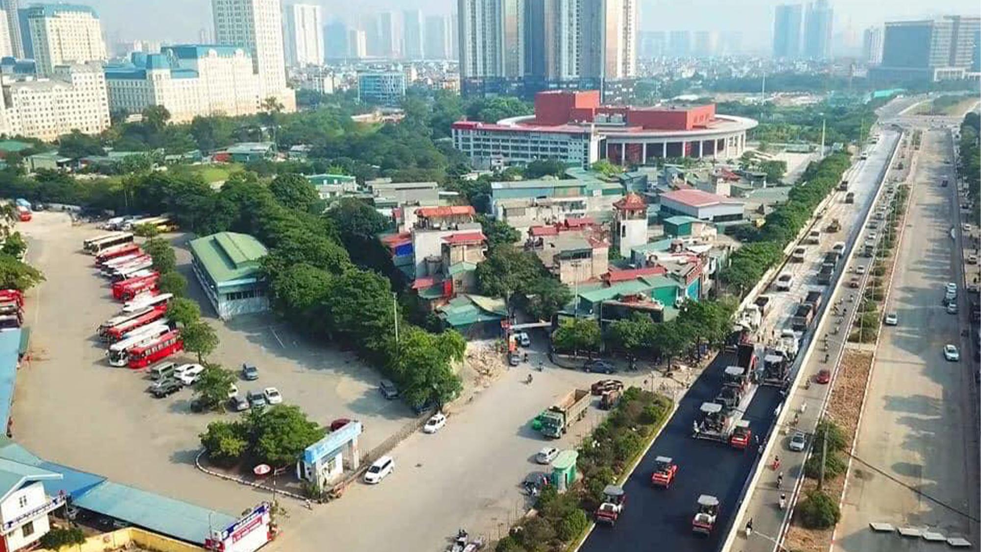 Resurfacing work on the Hanoi Street circuit for the Vietnam Grand Prix