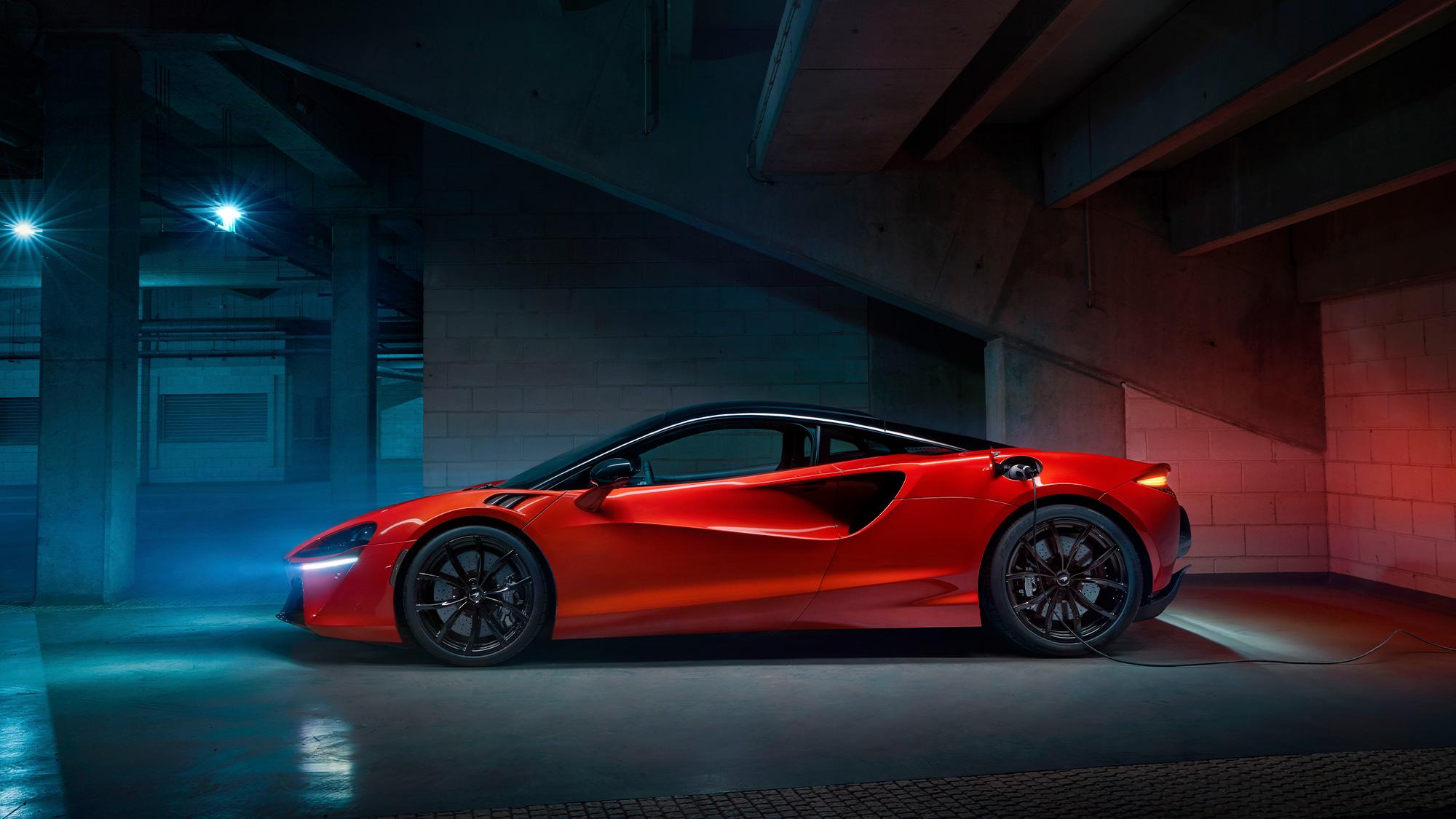 2021 McLaren Artura side