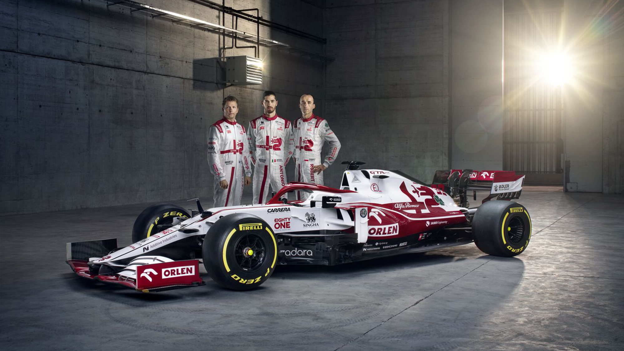 2021 Alfa Romeo team photo