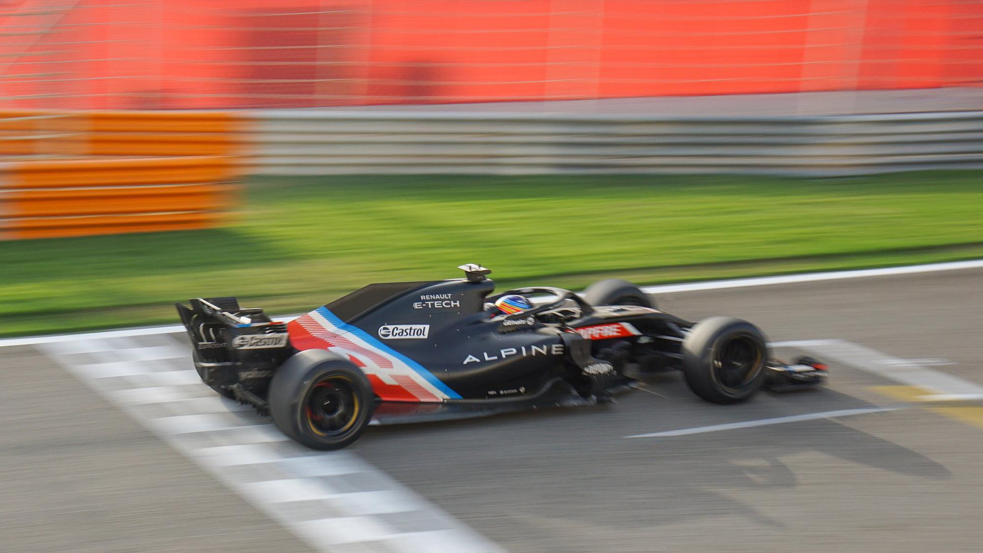 Pirelli 18in tyre test Alpine rear