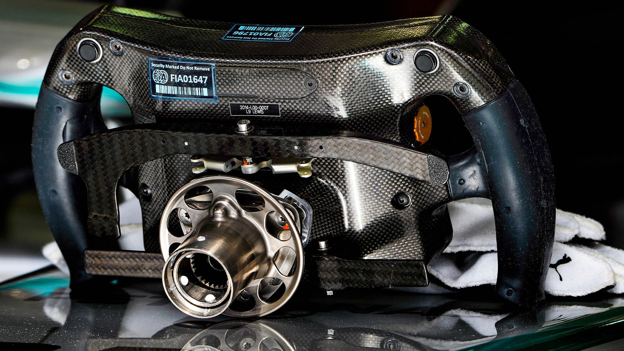 Parte de atrás de volante de F1