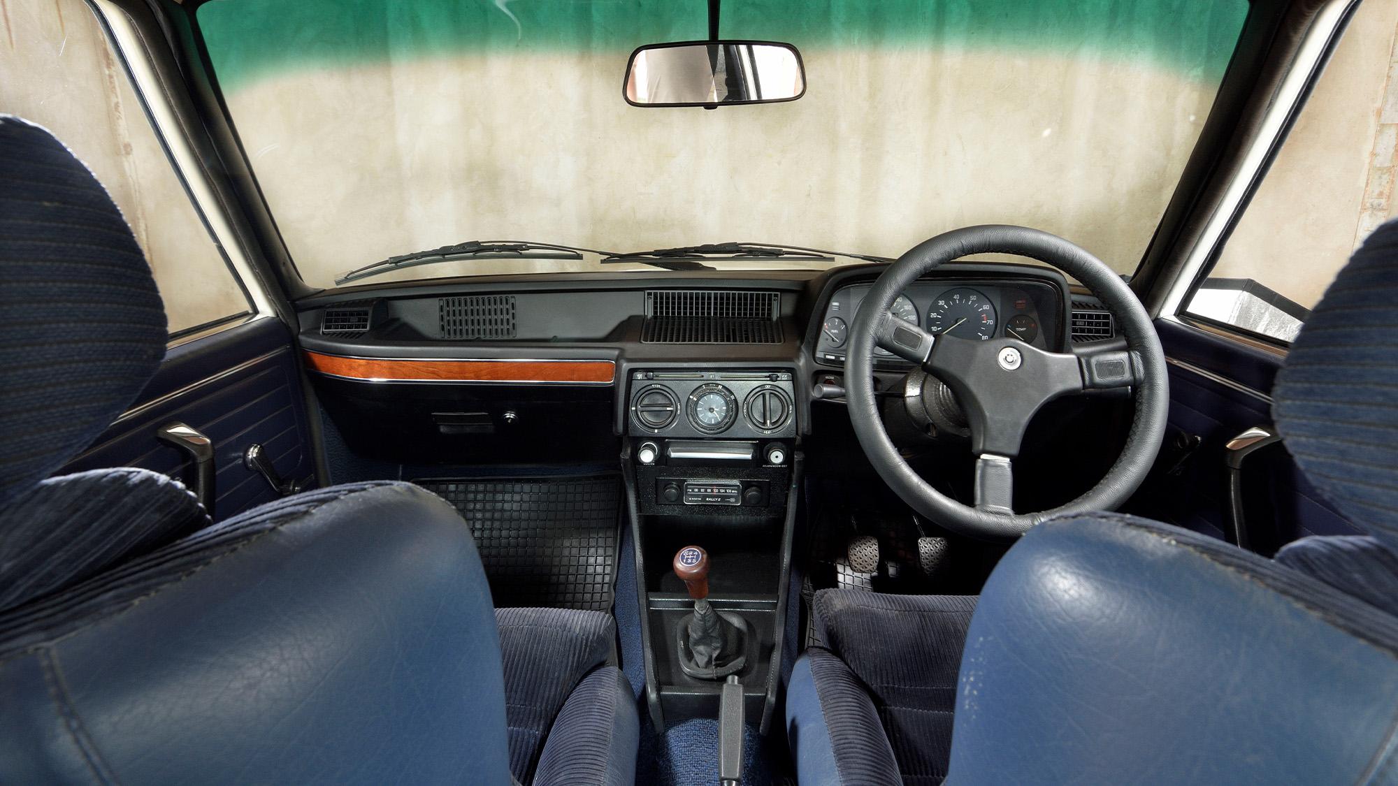 BMW 530 MLE interior