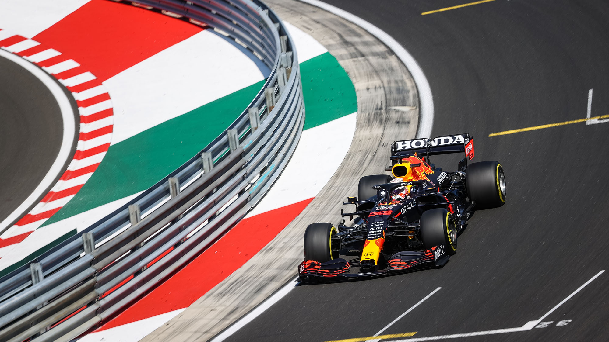 33 VERSTAPPEN Max (nld), Red Bull Racing Honda RB16B, action during the Formula 1 Magyar Nagydij 2021, Hungarian Grand Prix, 11th round of the 2021 FIA Formula One World Championship from July 30 to August 1, 2021 on the Hungaroring, in Mogyorod, near Budapest, Hungary - Photo DPPI