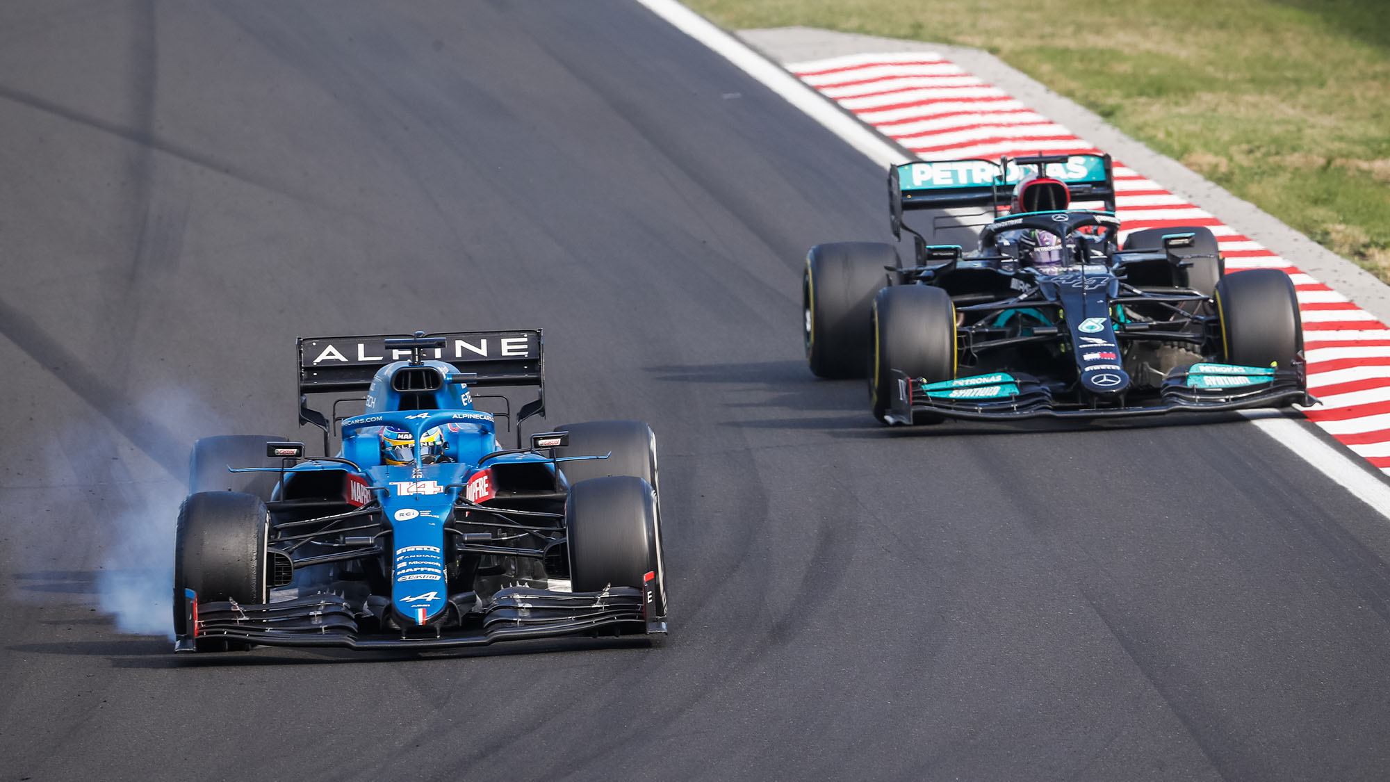 14 ALONSO Fernando (spa), Alpine F1 A521, 44 HAMILTON Lewis (gbr), Mercedes AMG F1 GP W12 E Performance, action during the Formula 1 Magyar Nagydij 2021, Hungarian Grand Prix, 11th round of the 2021 FIA Formula One World Championship from July 30 to August 1, 2021 on the Hungaroring, in Mogyorod, near Budapest, Hungary - Photo Antonin Vincent / DPPI