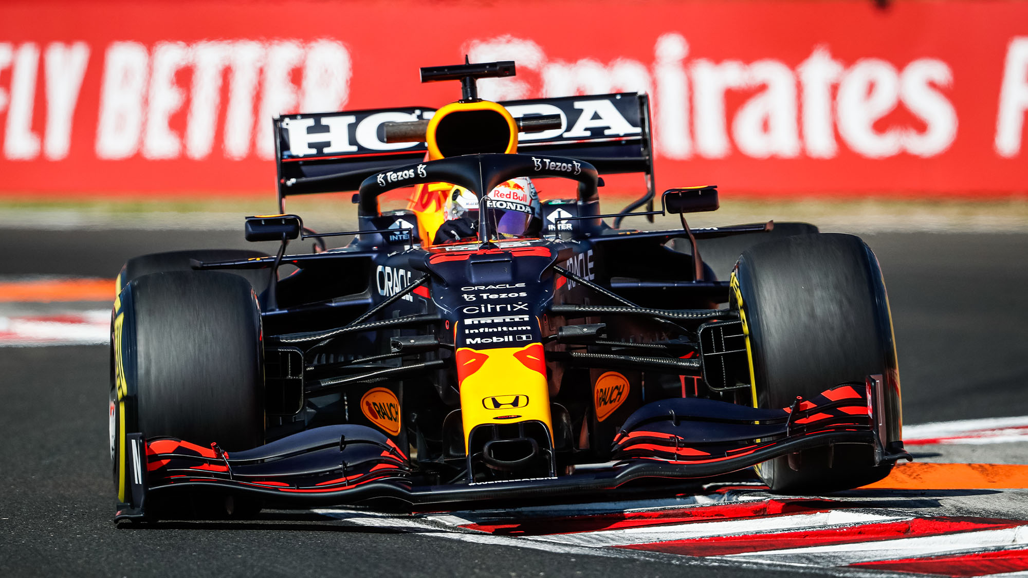 33 VERSTAPPEN Max (nld), Red Bull Racing Honda RB16B, action during the Formula 1 Magyar Nagydij 2021, Hungarian Grand Prix, 11th round of the 2021 FIA Formula One World Championship from July 30 to August 1, 2021 on the Hungaroring, in Mogyorod , near Budapest, Hungary - Photo Antonin Vincent / DPPI