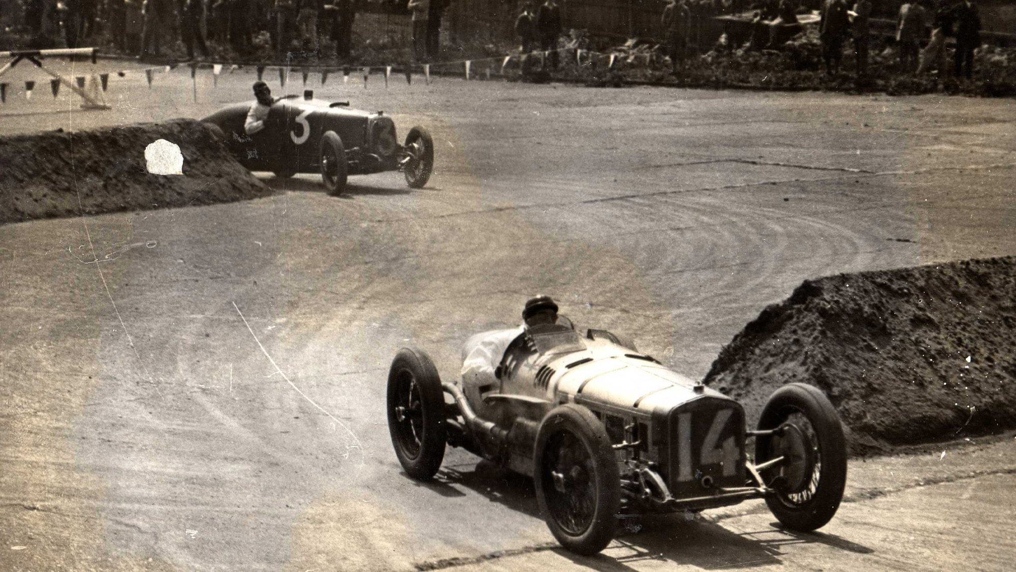Senechal leads Eyston in the first British Grand Prix at Brooklands in 1926