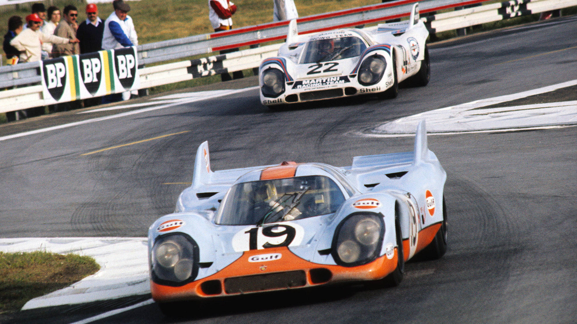Gulf and Martini Porsche 917s at the 1971 Le Mans 24 Hours