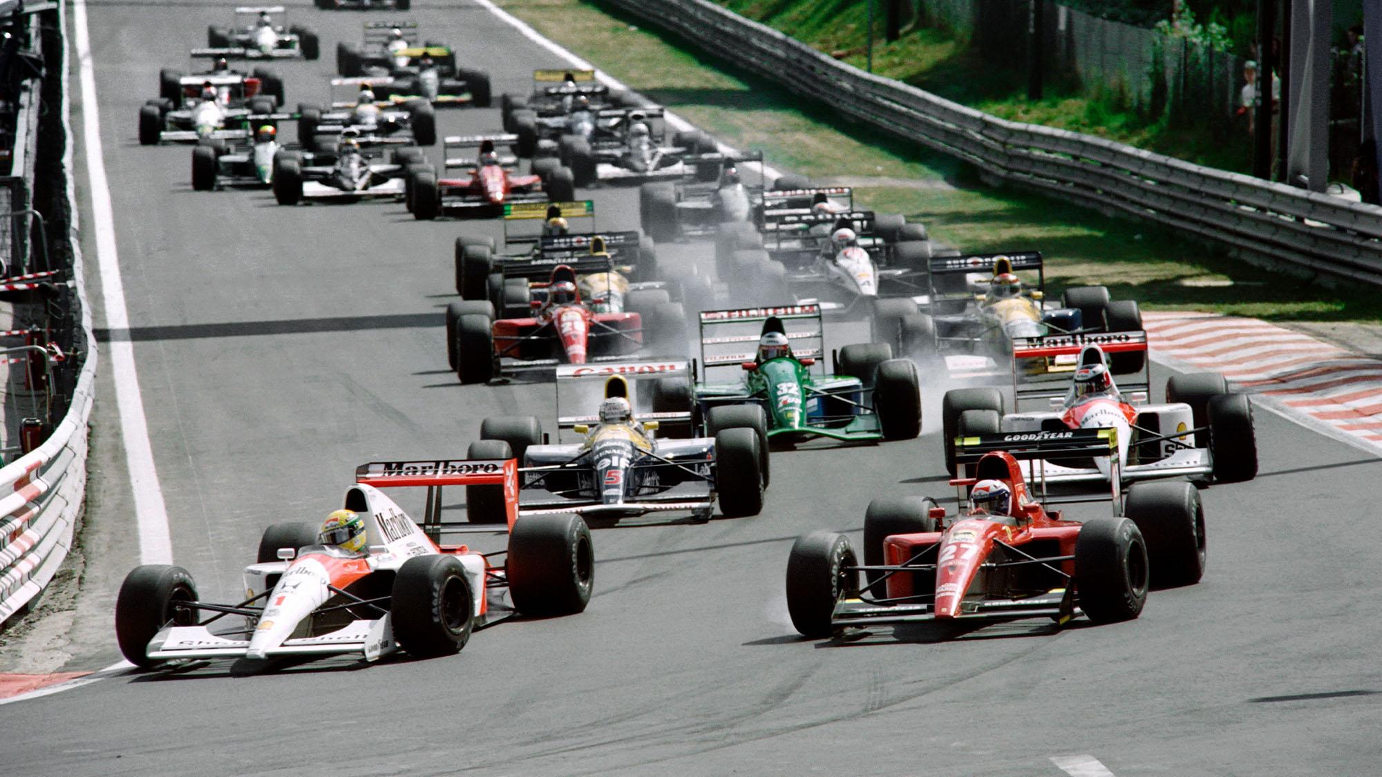 Brazilian driver Ayrton Senna, on McLaren-Honda (L) leads the pack at the