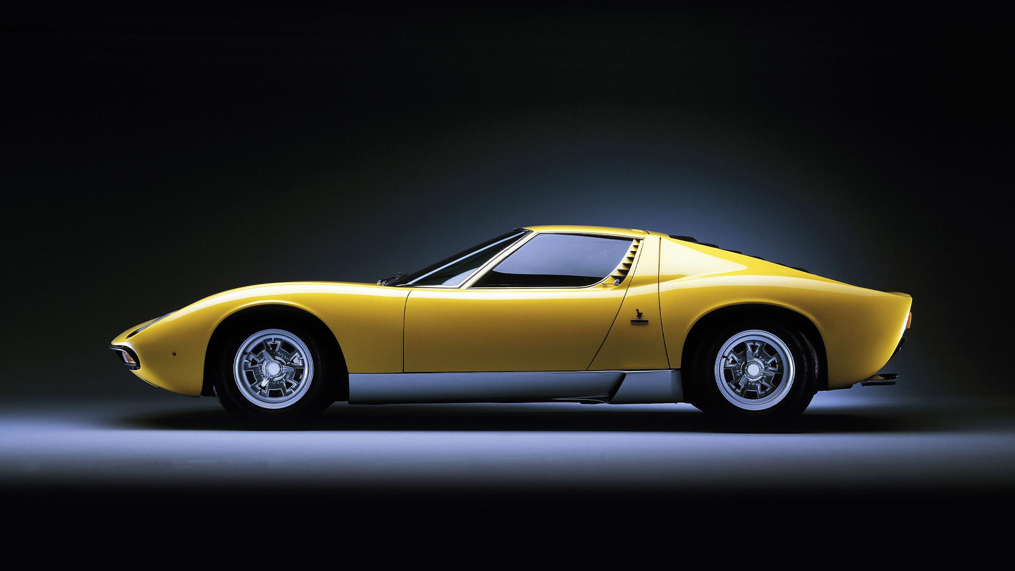 Lamborghini Miura side profile