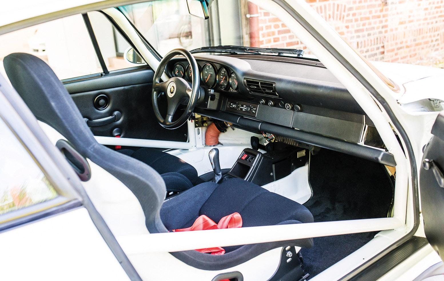 Porsche 993 911 lightweight interior
