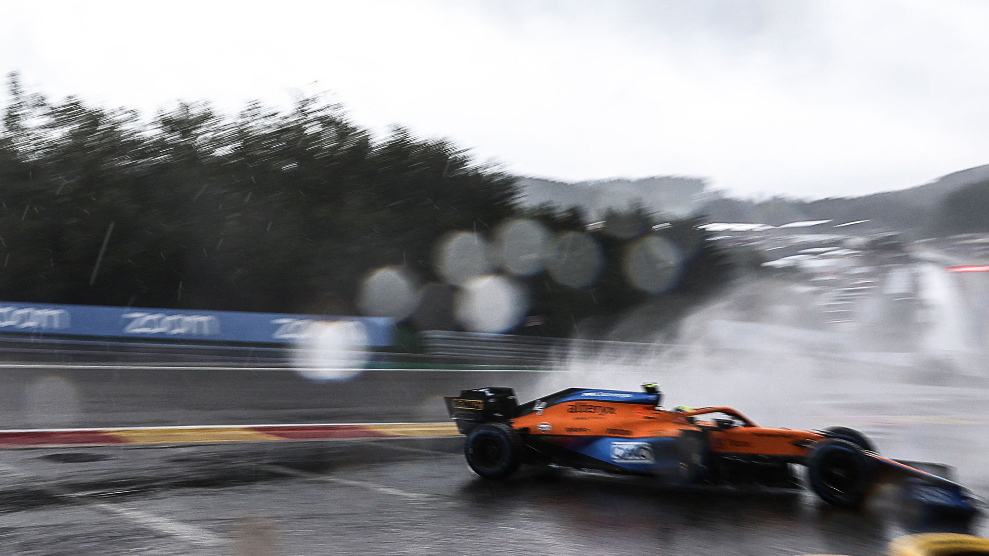 Lando Norris crashes out of qualifying for the 2021 Belgian Grand Prix
