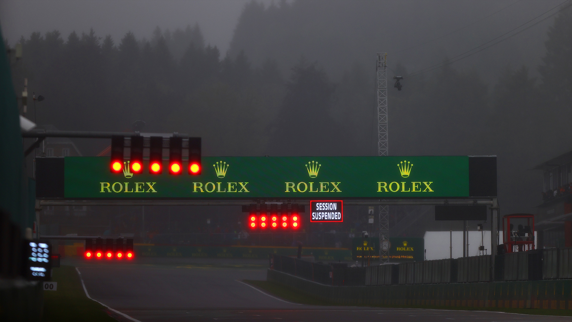 Session suspended sign over the grid at Spa Francorchamps