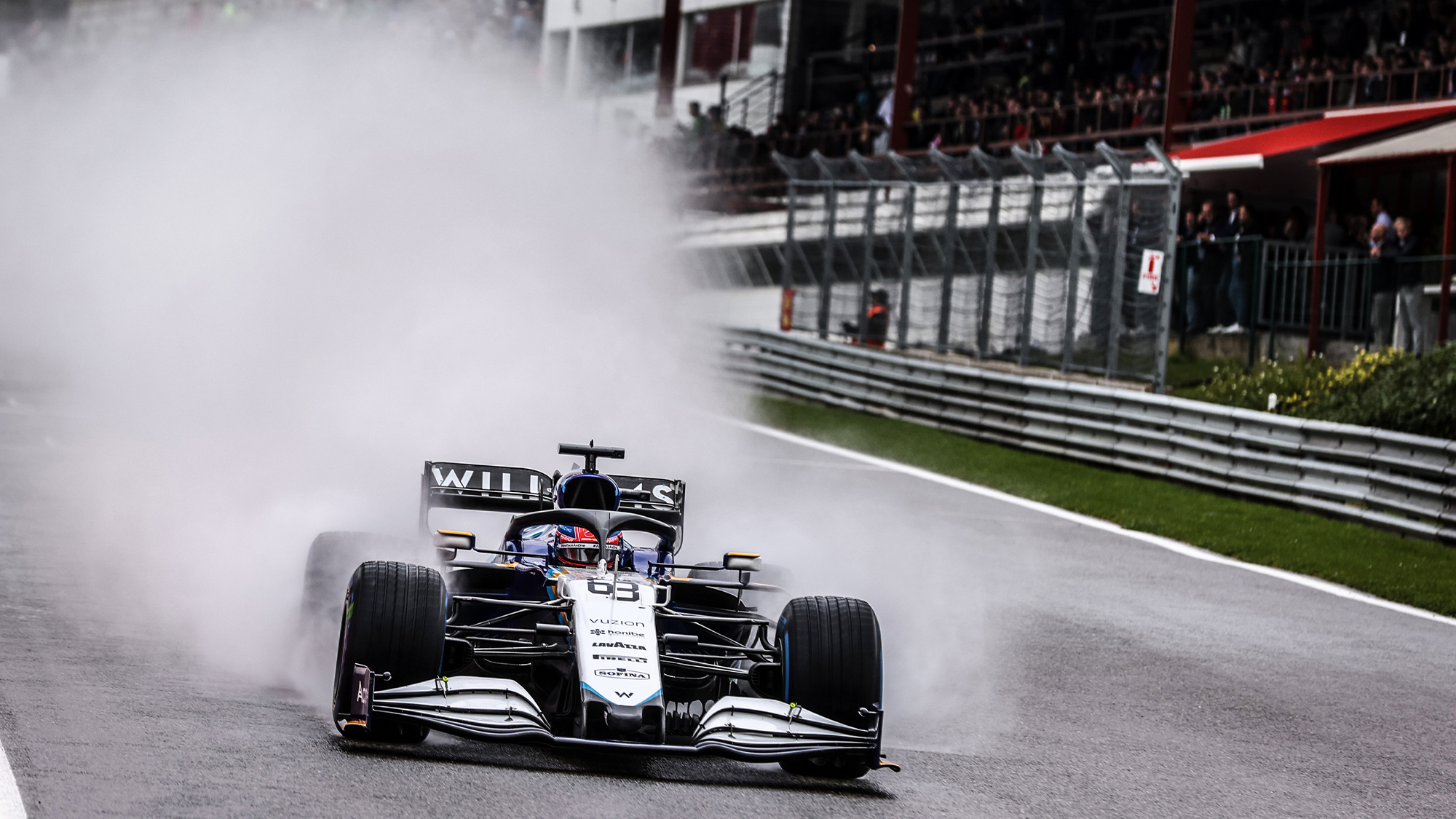 George Russell throws up a cloud of spray in qualifying for the 021 Belgian Grand Prix