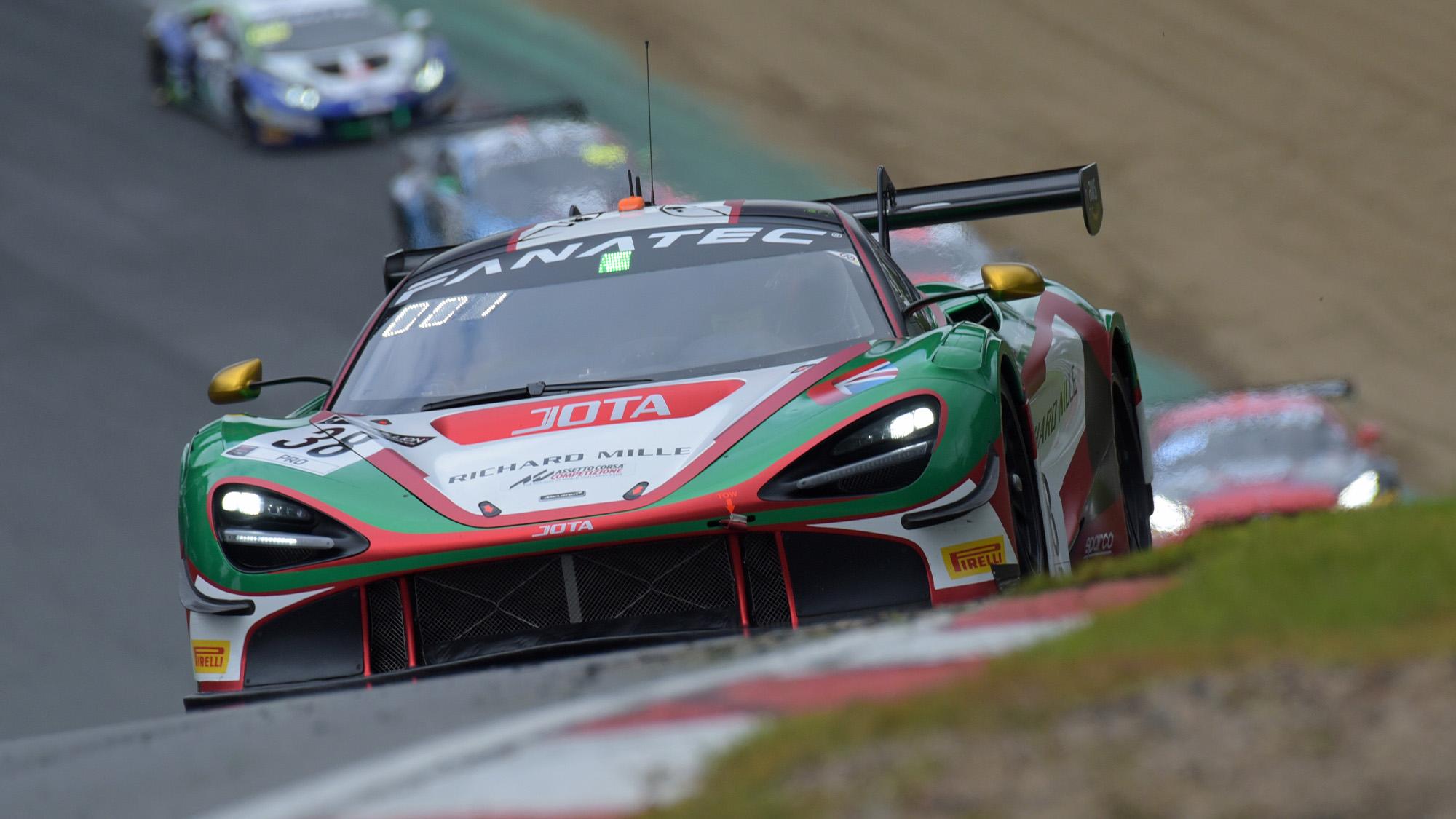 McLaren in GT World Challenge race