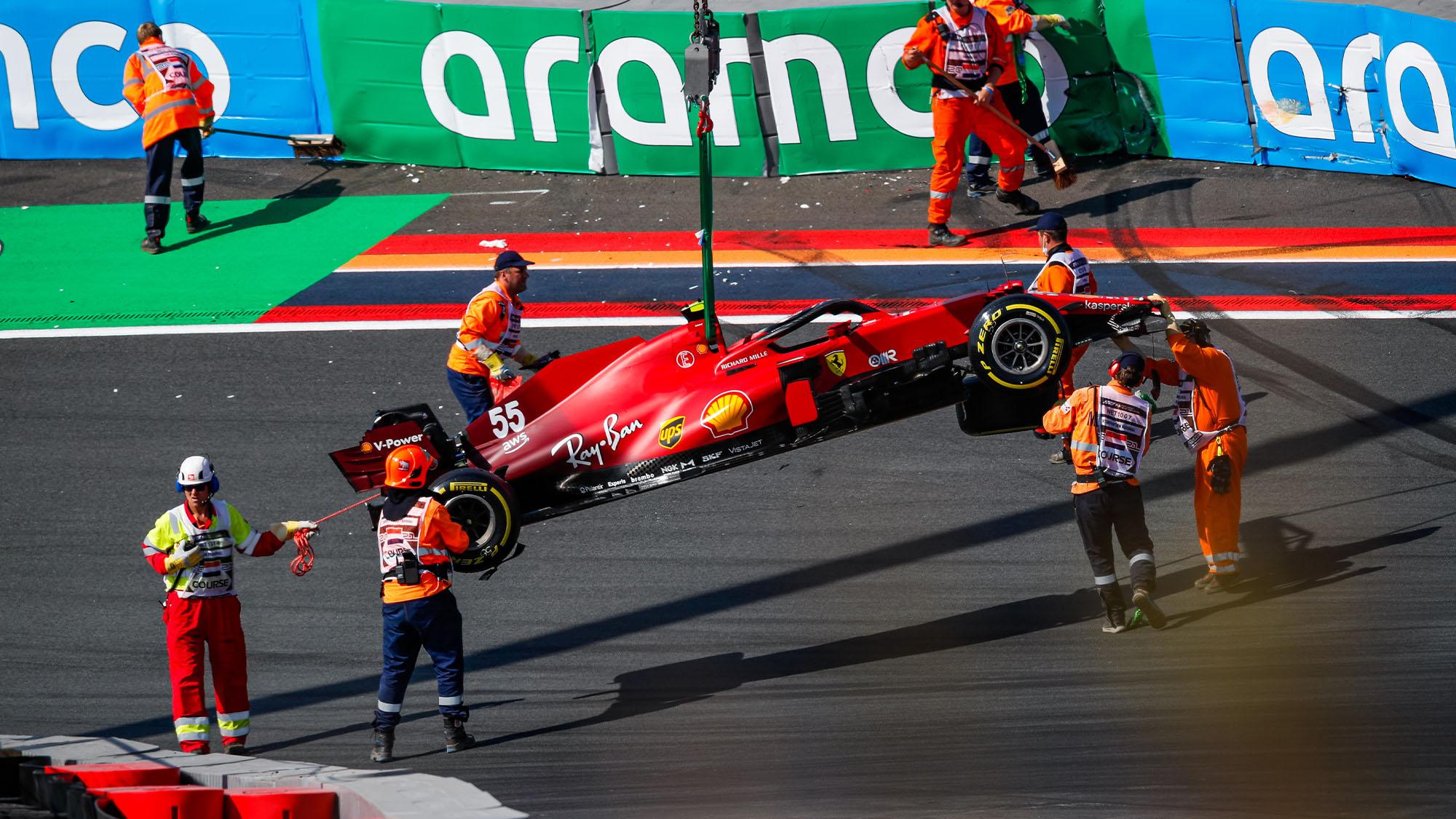 Sainz crash