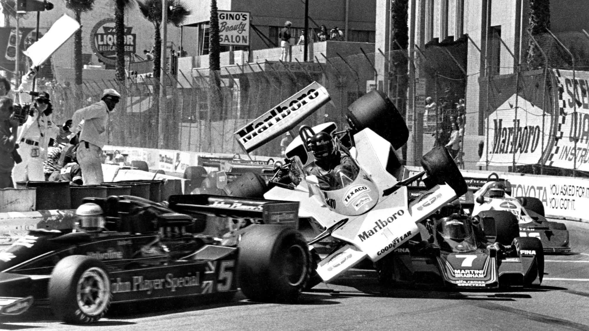 Crash at start of 1977 Long Beach Grand Prix