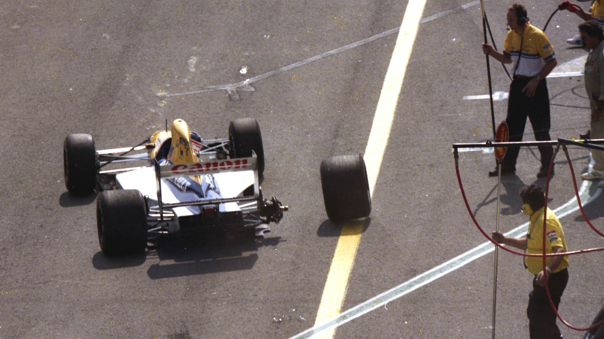 Wheel falls off Williams of Nigel Mansell at the 1991 Portuguese GP