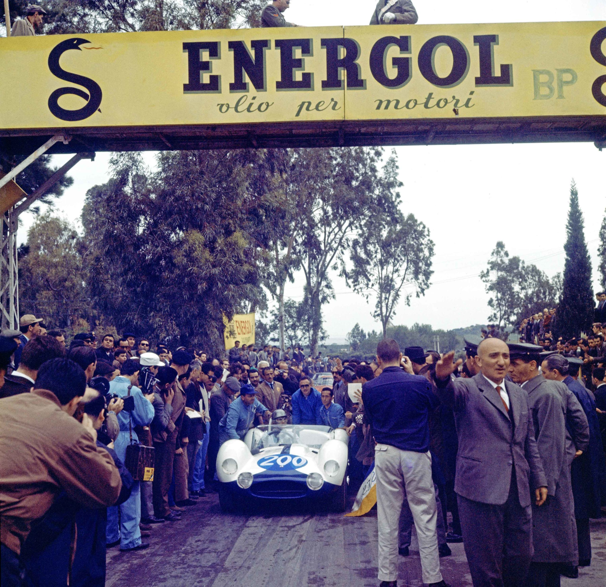 Maglioli-Vaccarella-Maserati-at-start-of-1961-Targa-Florio