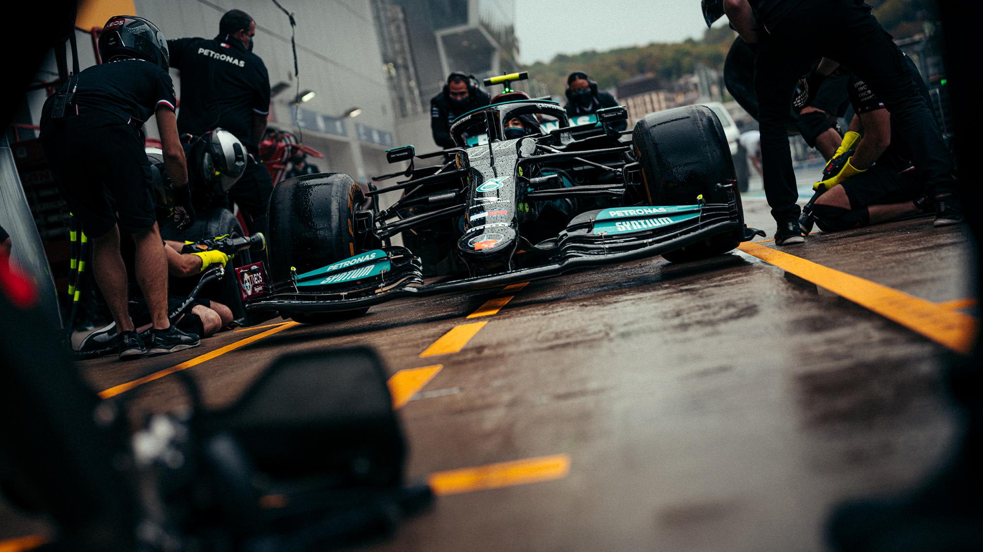 Mercedes pitstop practice in Sochi