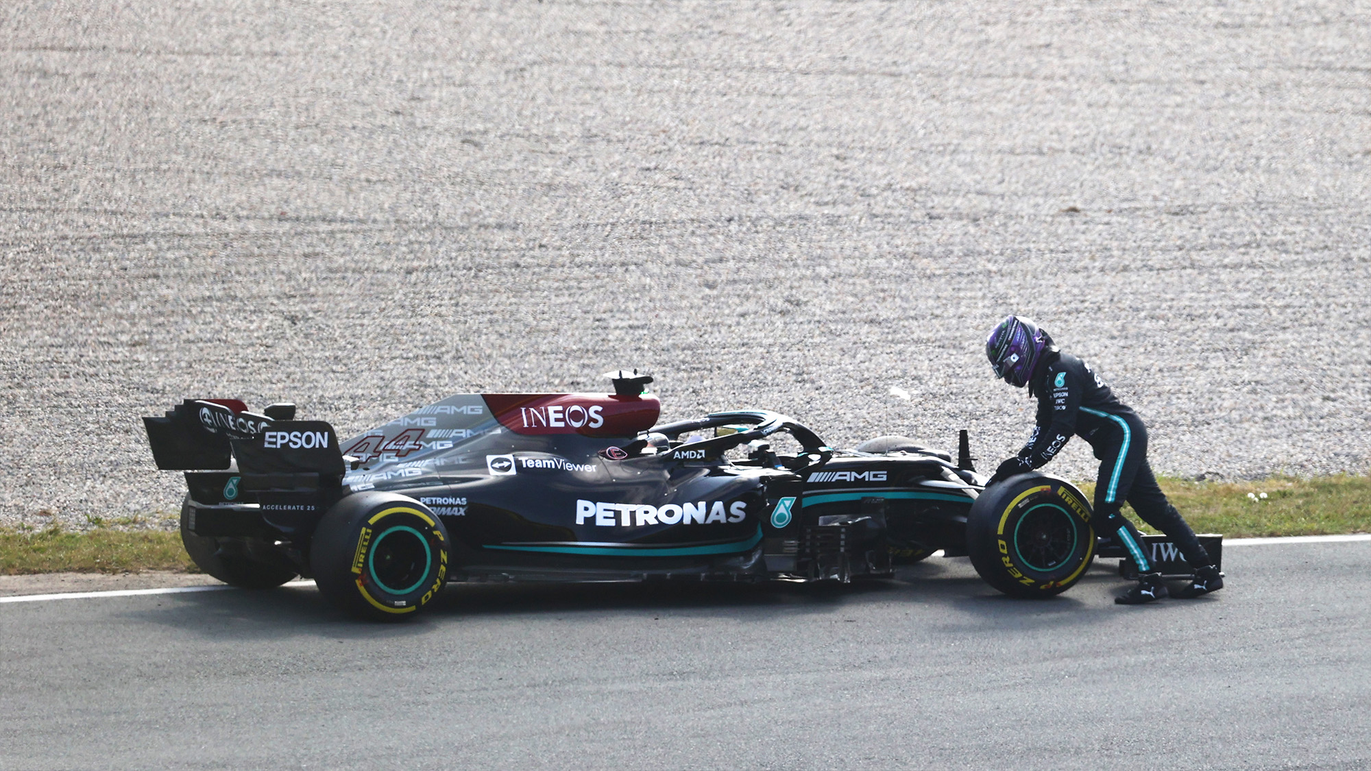 Lewis Hamilton stops on track at Zandvoort