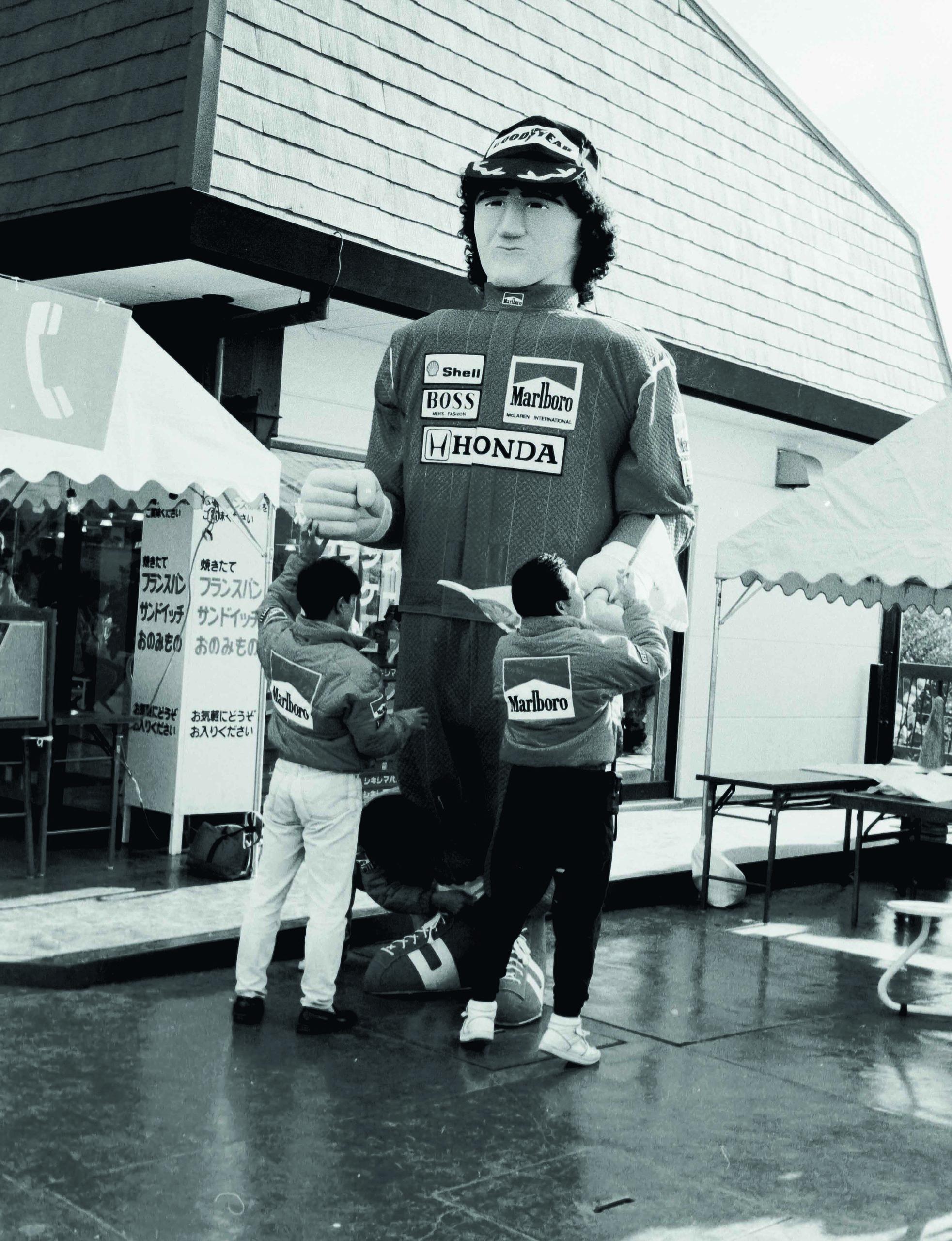 Giant-promotional-Alain-Prost-figure-at-Suzuka-1989