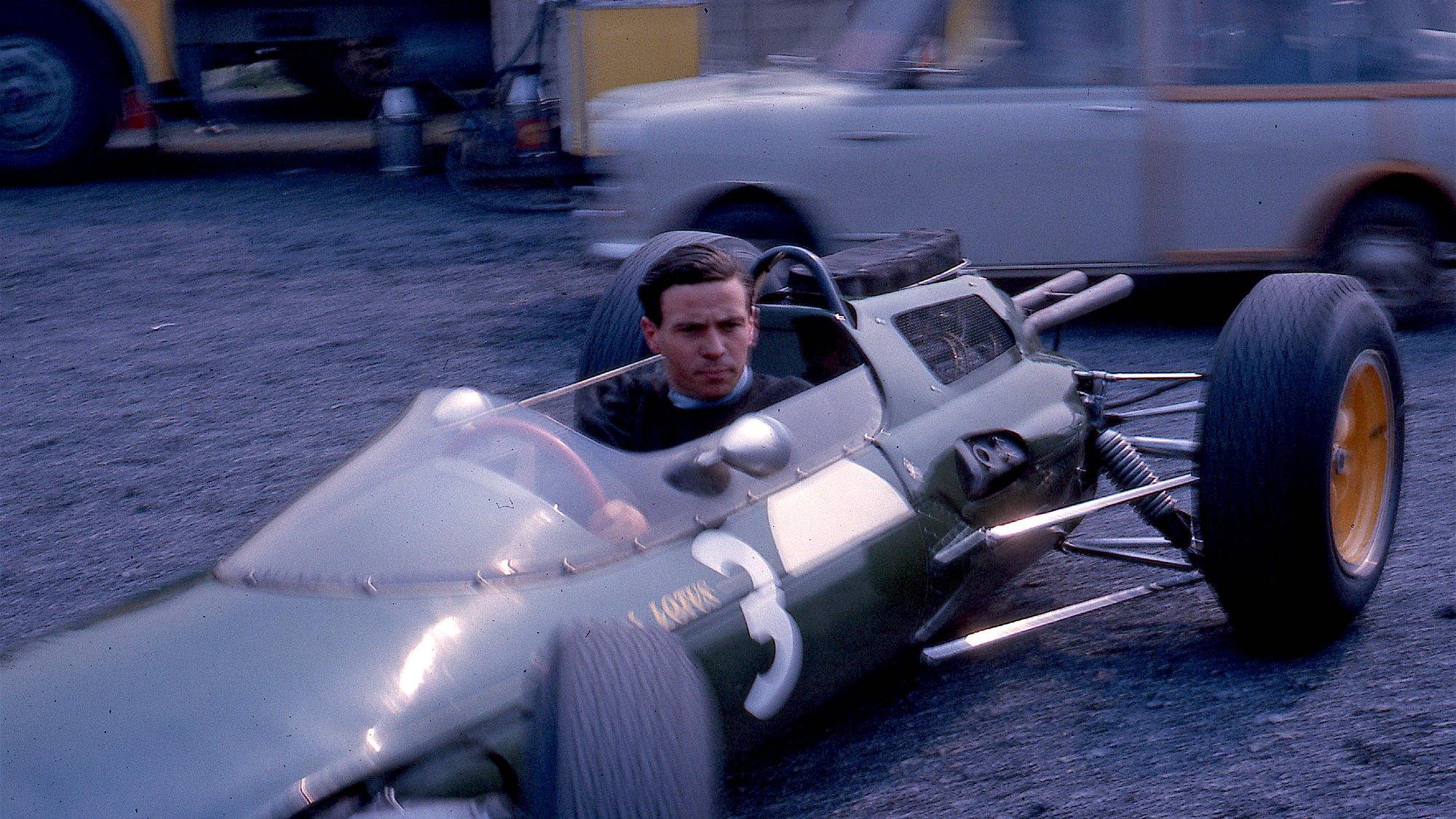 Jim clark and Lotus 25 at Aintree in 1963
