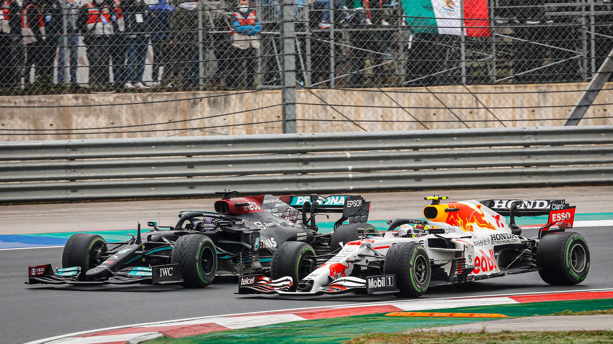 Lewis Hamilton fights with Sergio Perez at the 2021 Turkish Grand Prix