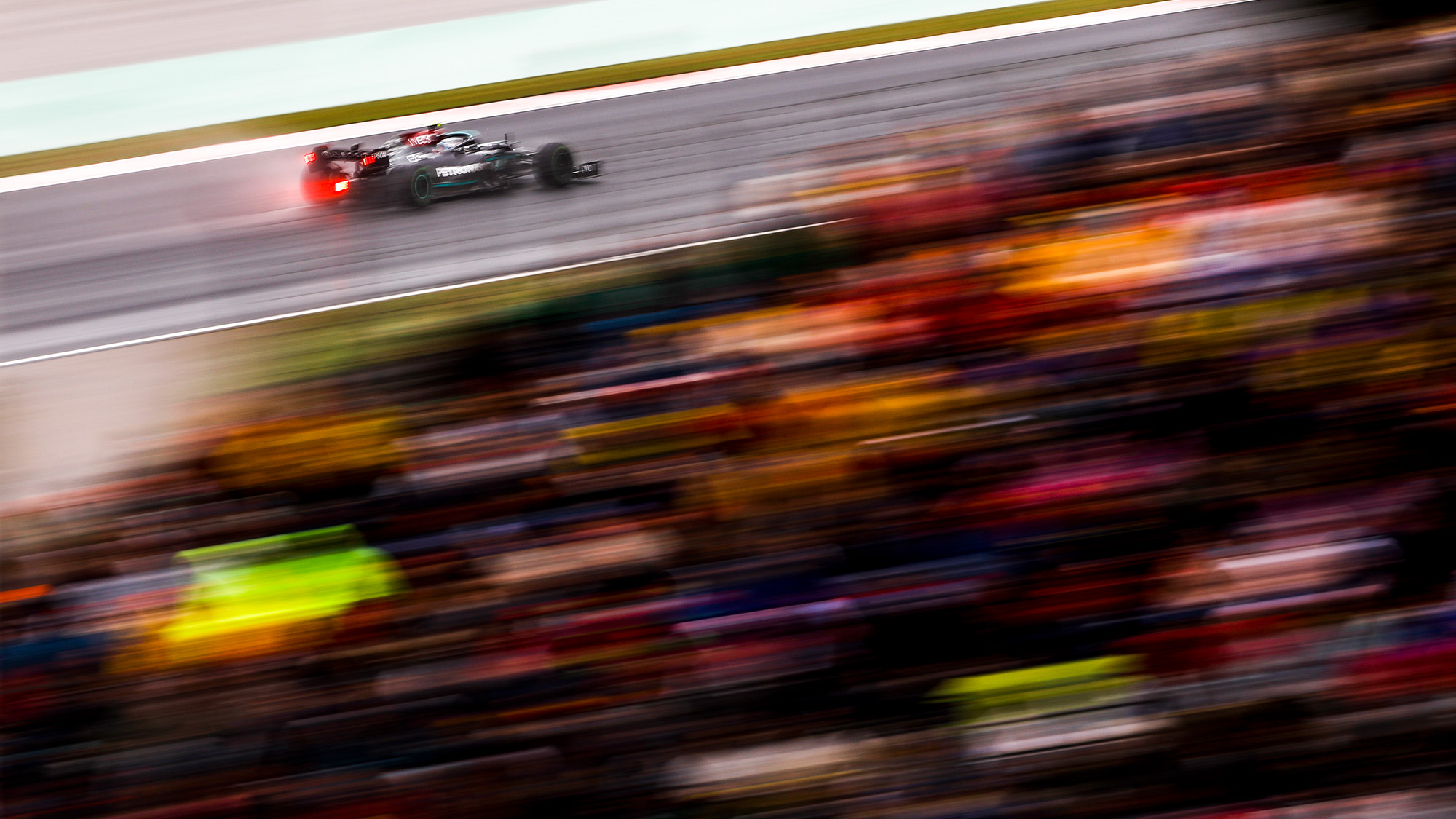 Blurred image of Valtteri Bottas at the 2021 Turkish Grand Prix