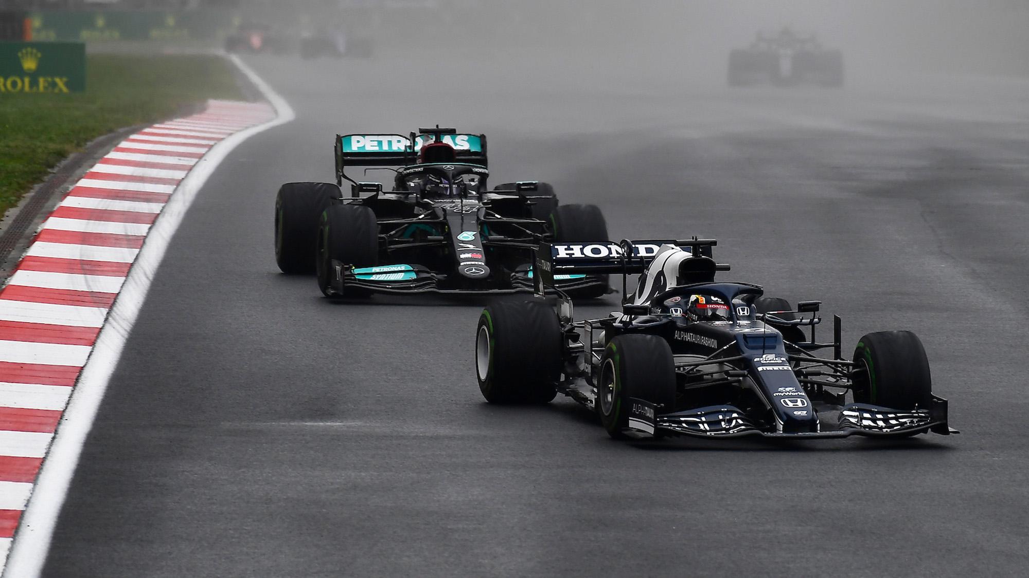 Yuki Tsunoda ahead of Lewis Hamilton at the 2021 Turkish Grand Prix